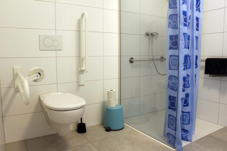 behindertenzimmer-toilette
